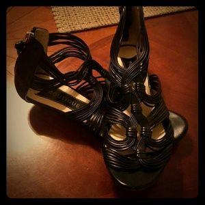 Black sandles w small heel